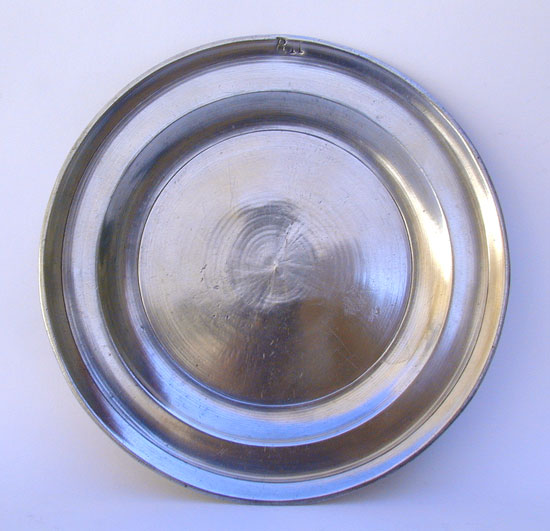 A Near Mint Antque American Nathaniel Austin Single Reed Rim Pewter Plate