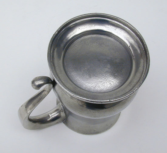 An Unmarked English Pewter Export Quart  Tulip Mug